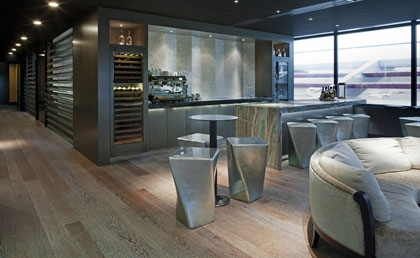 Vonder | pantry in the Private Jet Lounge, in gekleurd anigre en panelen van capiz schelp