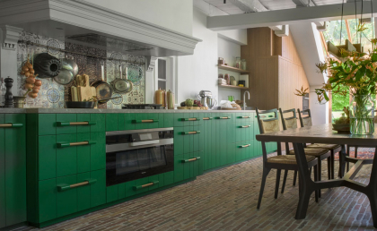 Vonder | A custom-made kitchen keeping in with the local Twente countryside. It is painted in a solid green
