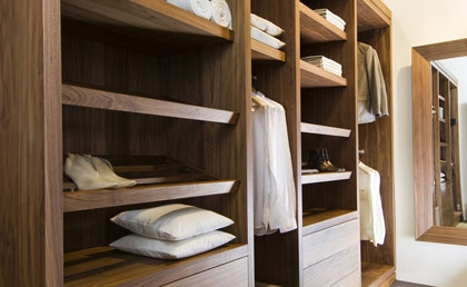 Vonder | wardrobe in walnut, tailor-made